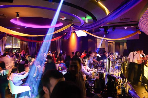 Вакансии официантки в ночном клубе ночные клубы в санкт петербурге ретро