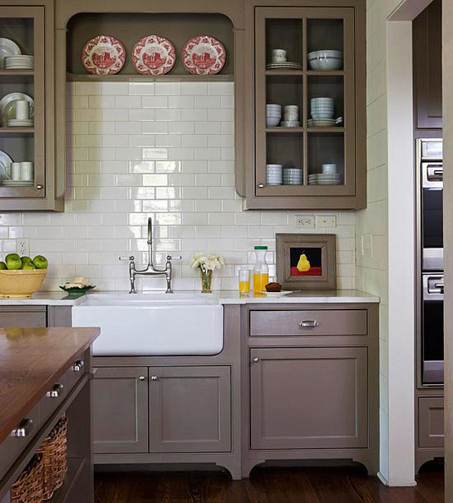 Серый с белым: умиротворяющий дизайн кухни