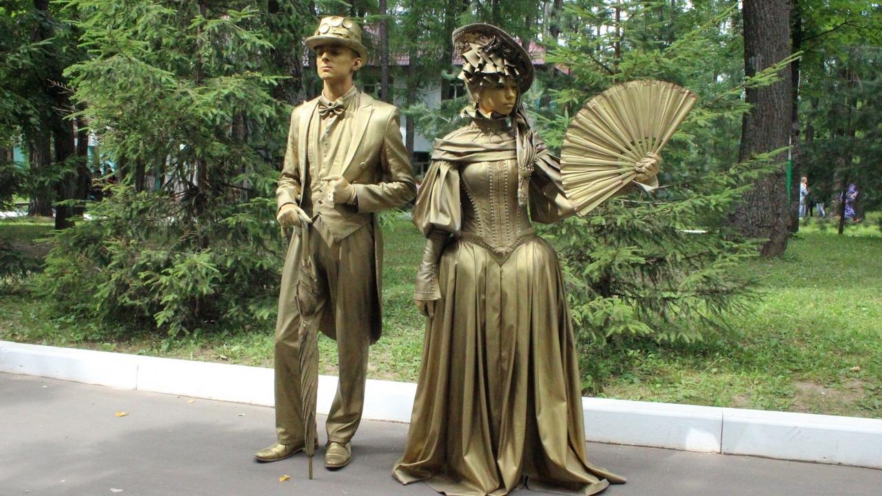 Золотые статуи в Лакреевском лесу