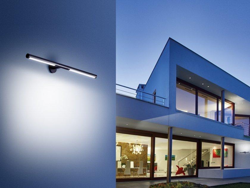 Пример использовани светильника на фасаде частного дома в современном стиле в