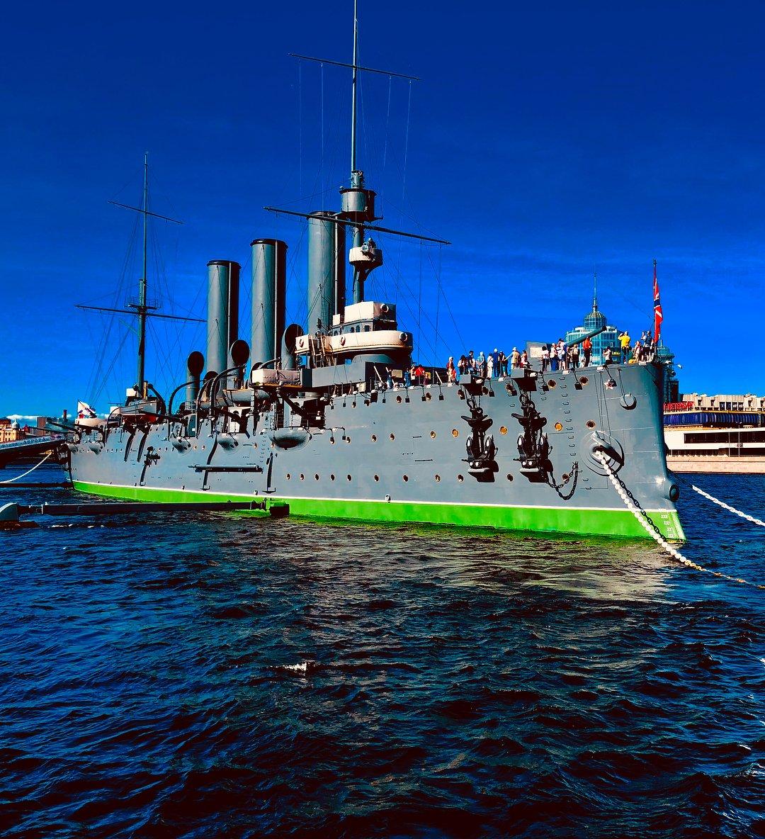 уже санкт петербург фото крейсер аврора этот день она