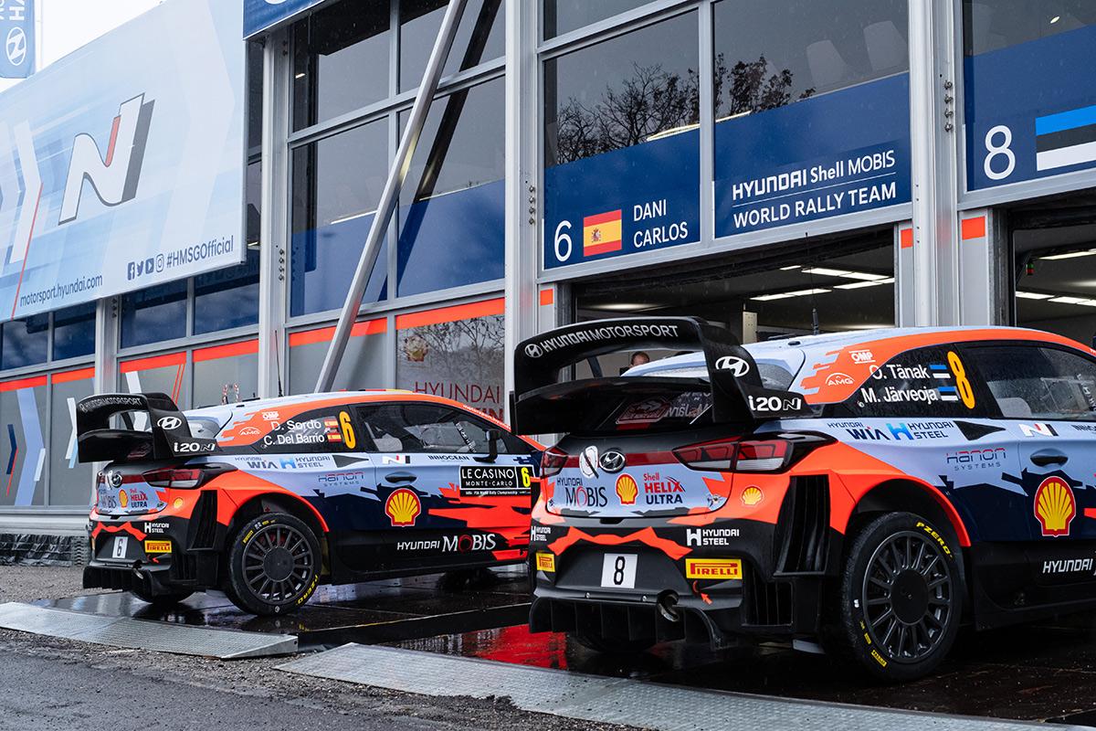 Автомобили Hyundai i20 Coupe WRC Дани Сордо и Отта Тянака, ралли Монте-Карло 2021