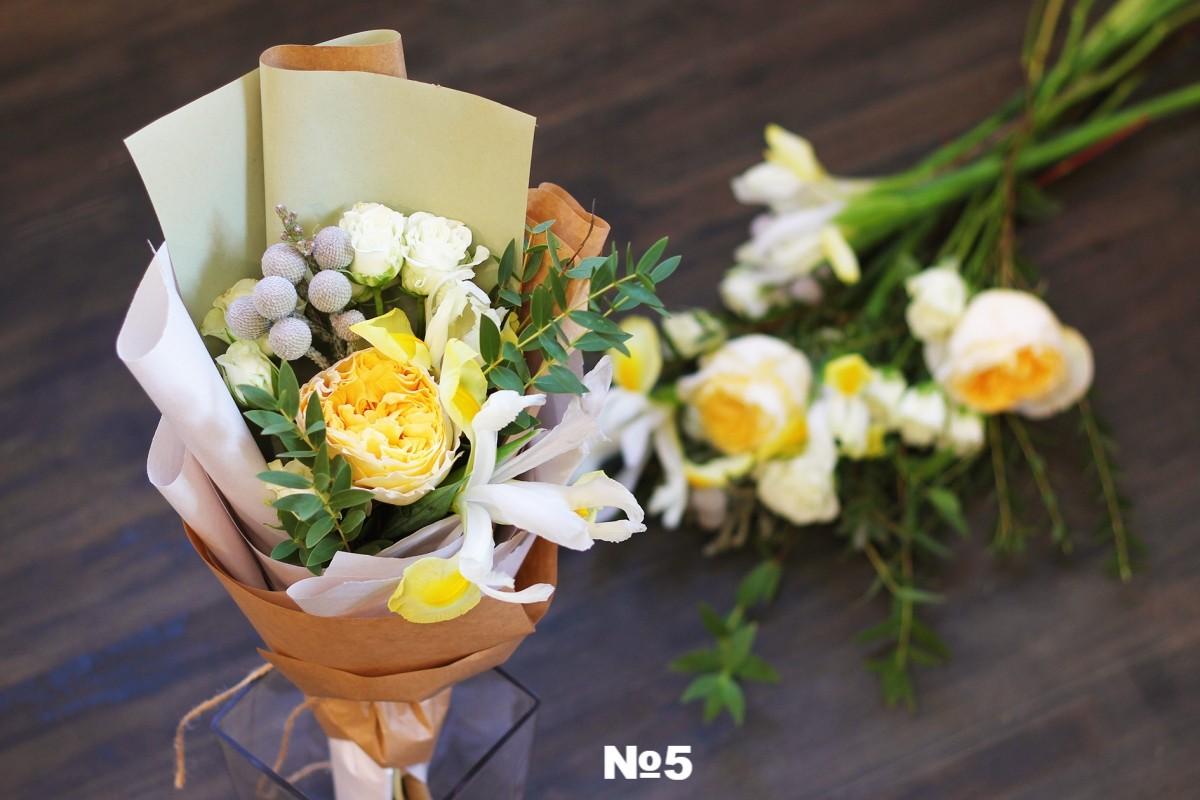 Миниатюрный букетик, цветов для выпускного