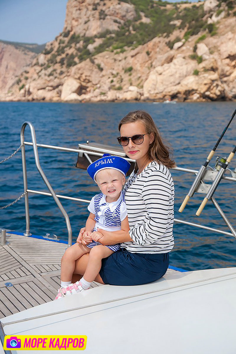 Семейная фотосессия в Балаклаве на яхте