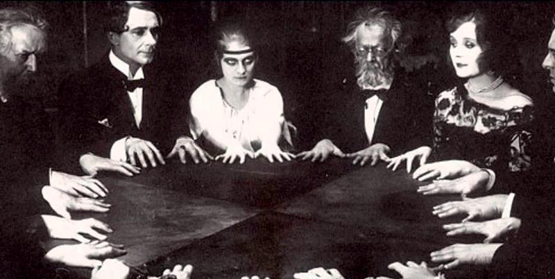 Спиритический сеанс в Петербурге начала XX века