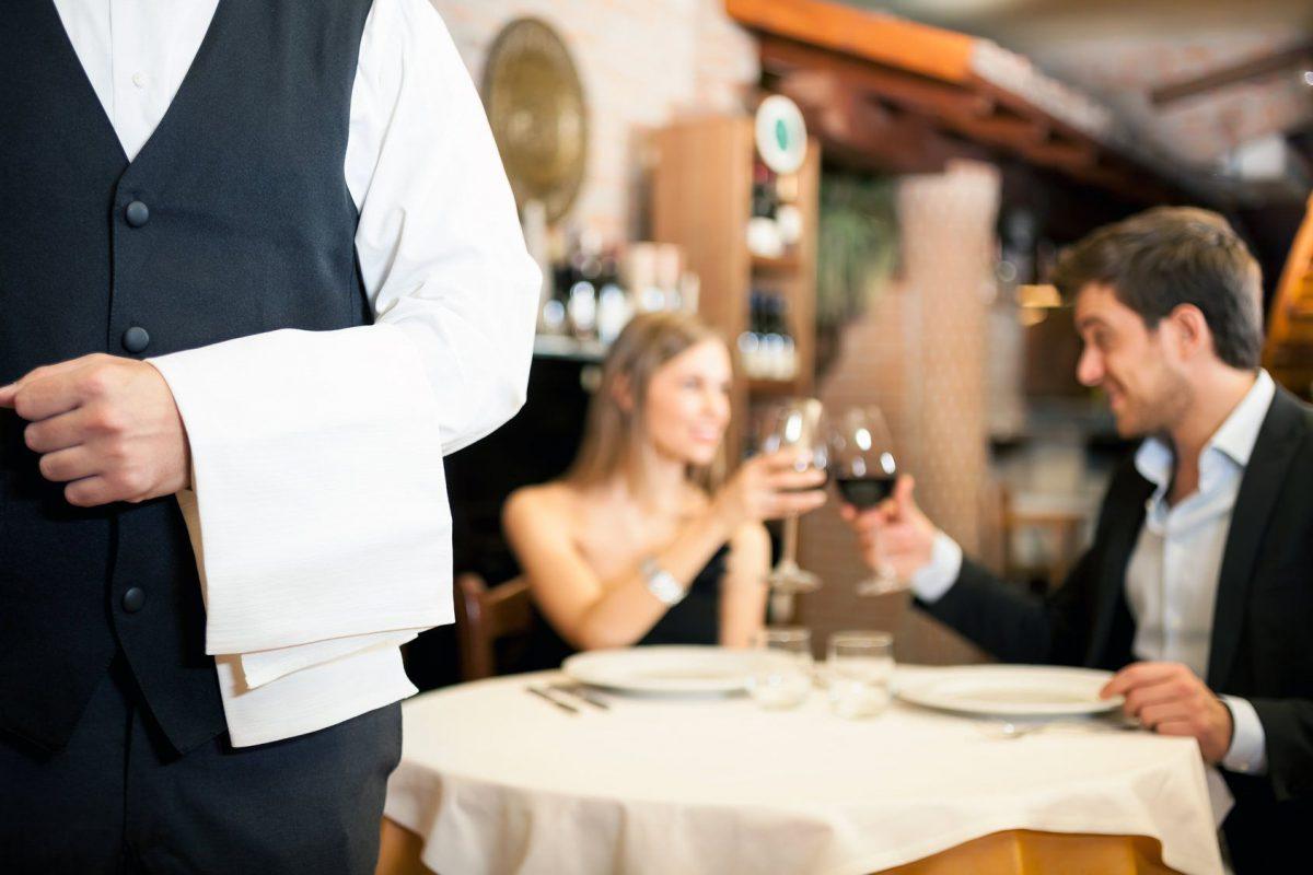 одни первых фото сервис в ресторане великое