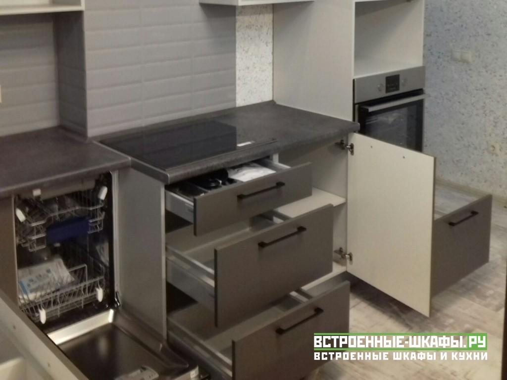 Встроенная кухня изготовленная по индивидуальному заказу