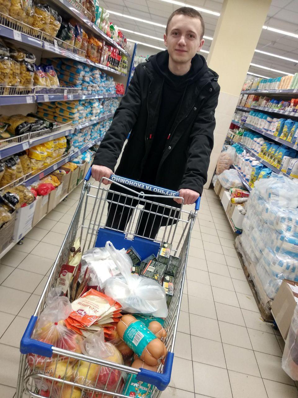 Активисты Партии Шария закупили продукты для Центра социального обслуживания в Гайсине