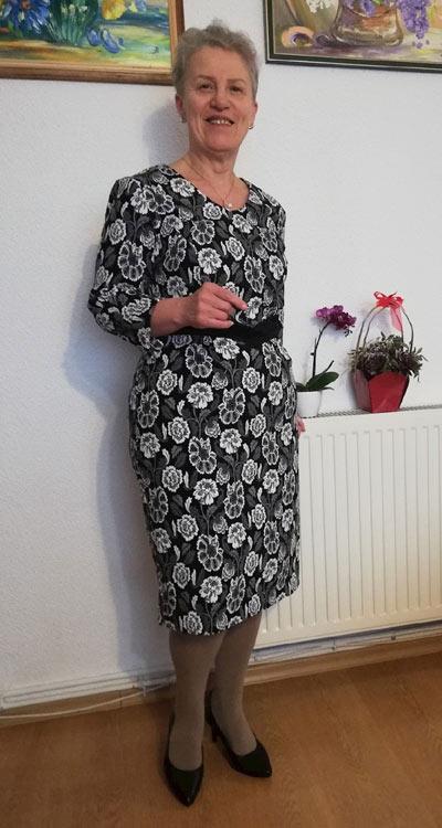 Стилни рокли за възрастни жени от Ефреа.