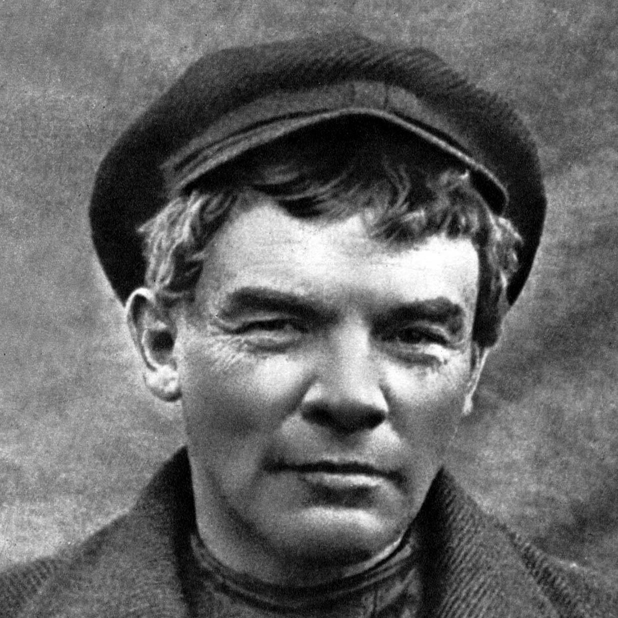 Владимир Ленин в гриме и парике вавгусте 1917года