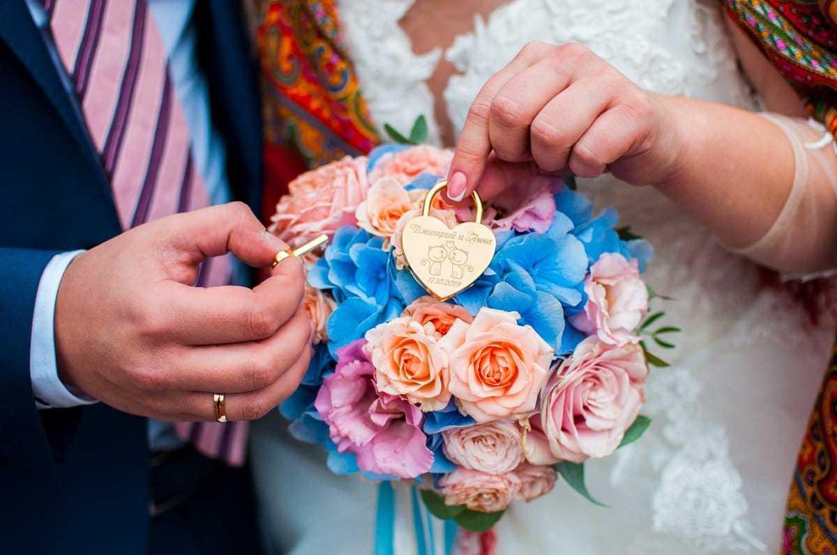 Яркий свадебный букет. Фото1