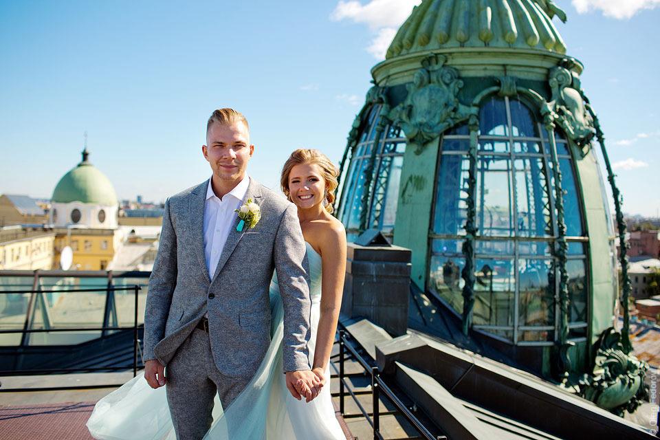 Свадьба, фото на крыше Дома Зингера