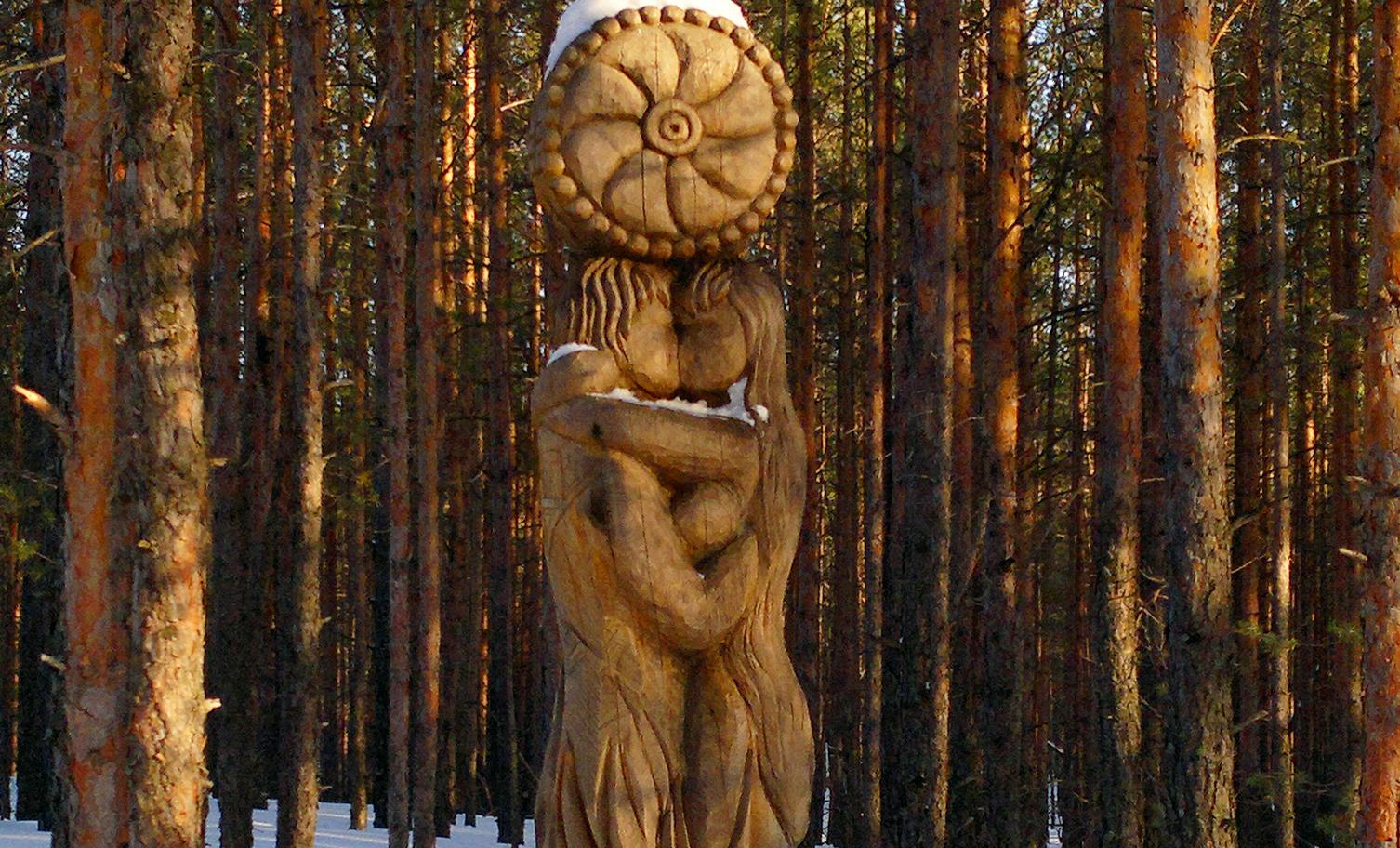 Скульптура Юратупа и Киреметы в парке «Сувар»