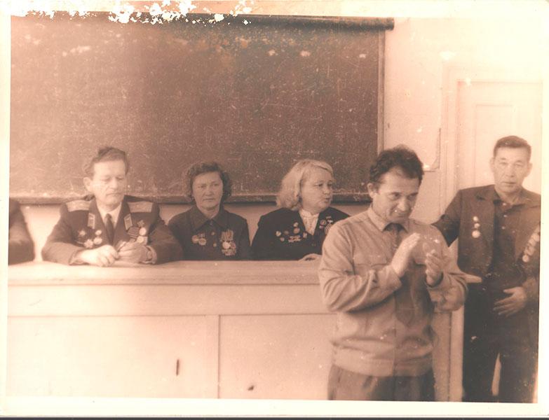 9-мая,-конец-60-х-,-встреча-с-ветеранами-ВОВ