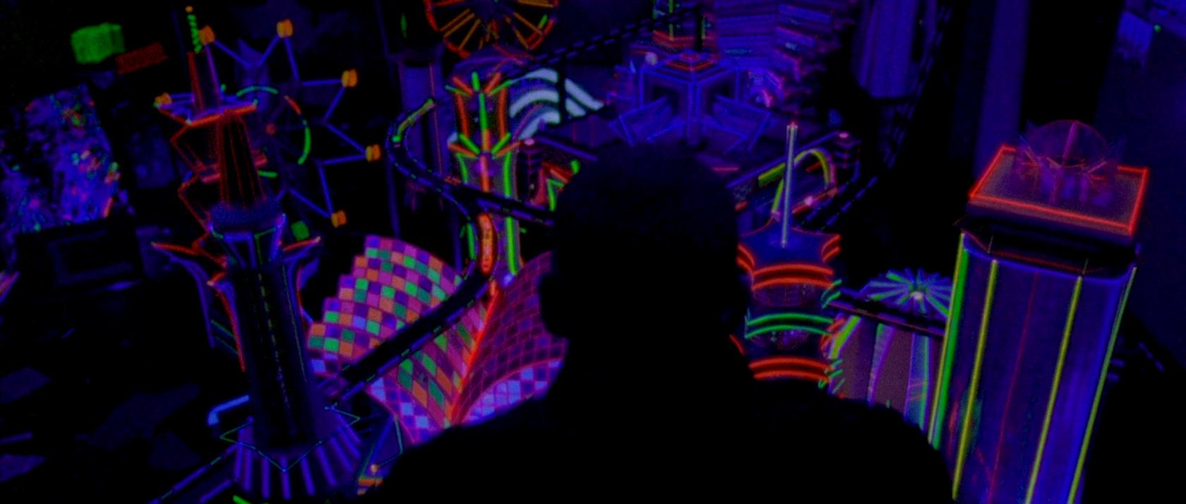 Вход в пустоту кадр из фильма с неоном