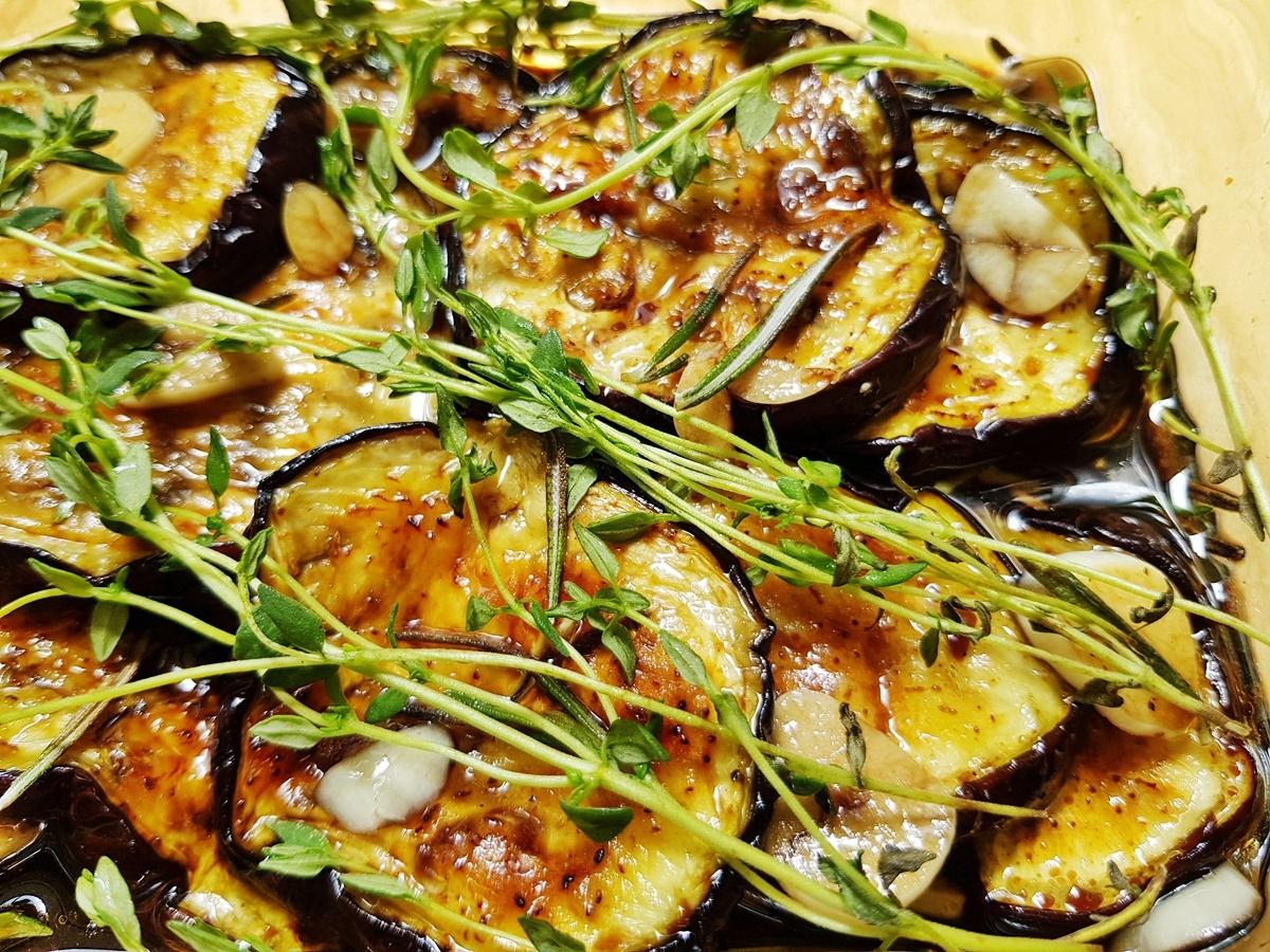 Маринованные баклажаны с бальзамическим уксусом и свежими специями. Вкусный Израиль.