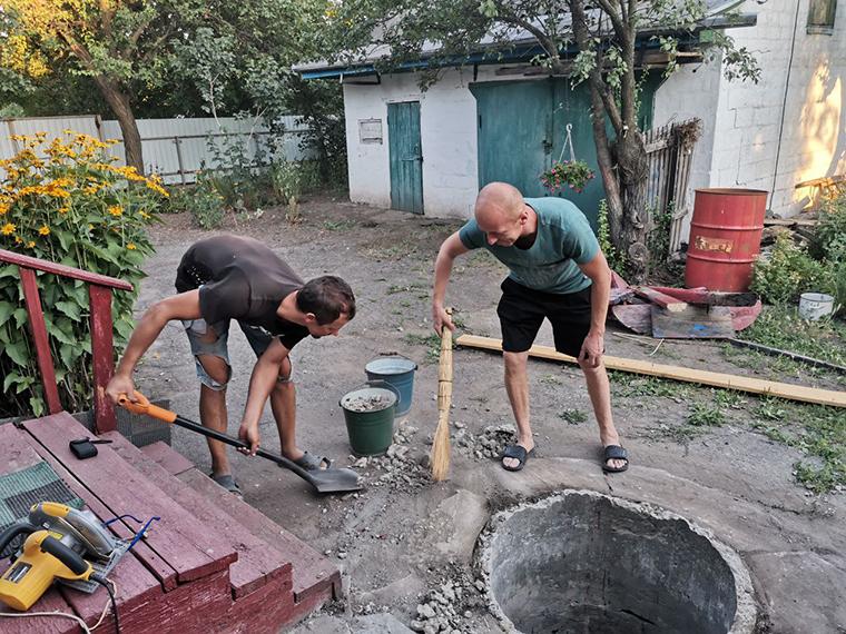 Шарийцы помогают ветерану - фото