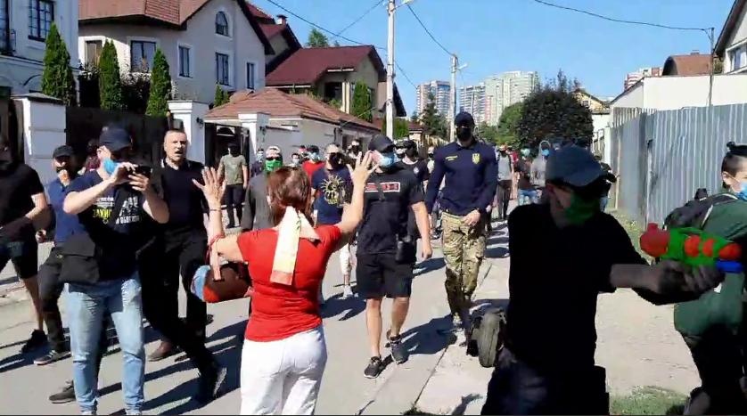 нападение на дом главы харьковской ячейки партии щария - фото