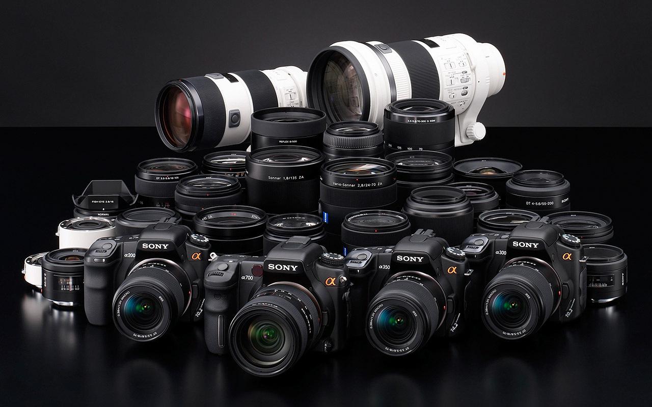 В ассортимент интернет-магазина Интерфото есть много фототехники. Купить ее можно в Минске и других городах РБ