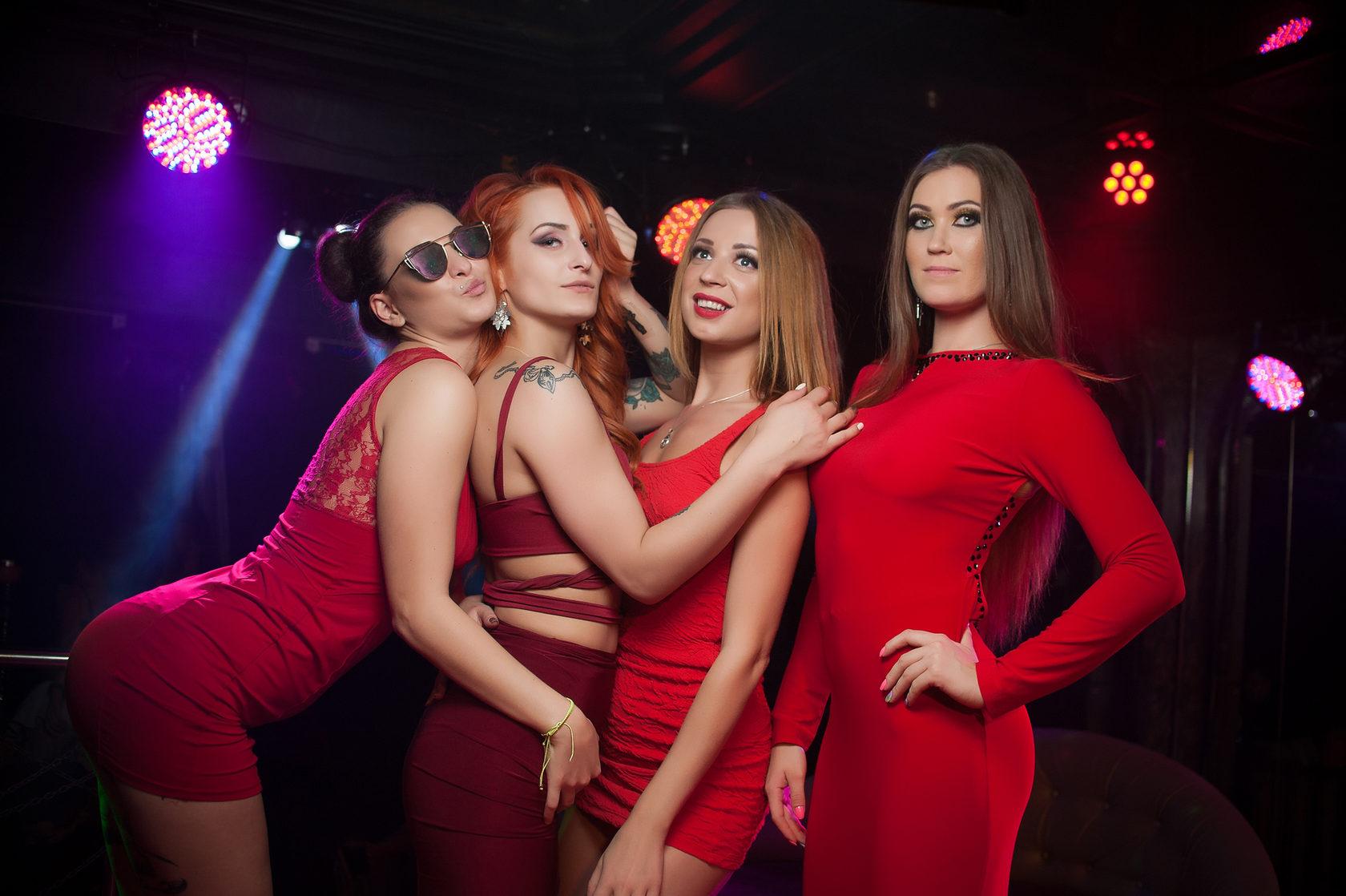 Работа для девушки в клубе москва вирт за деньги