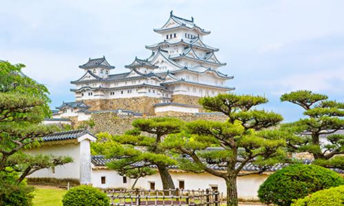 Замок в Химедзи выглядит как пирожное из заварного крема