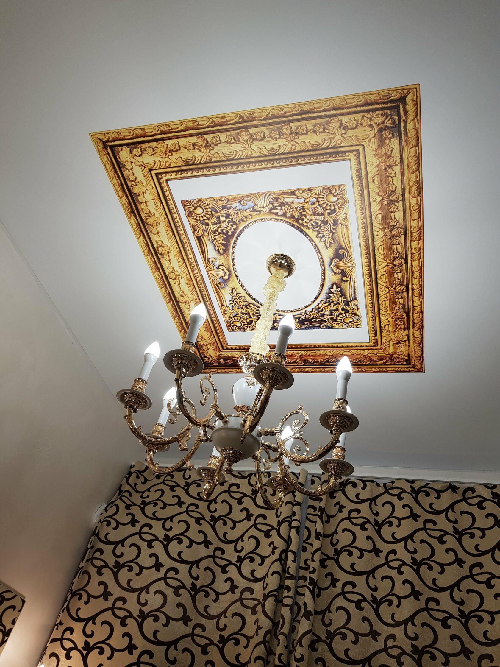 Натяжной потолок в спальне с арт-печатью