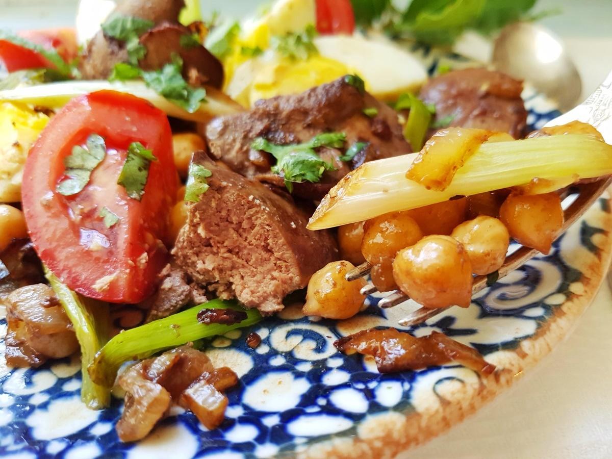 Салат с печенью и нутом. Вкусно и полезно. Подробный рецепт с фото.