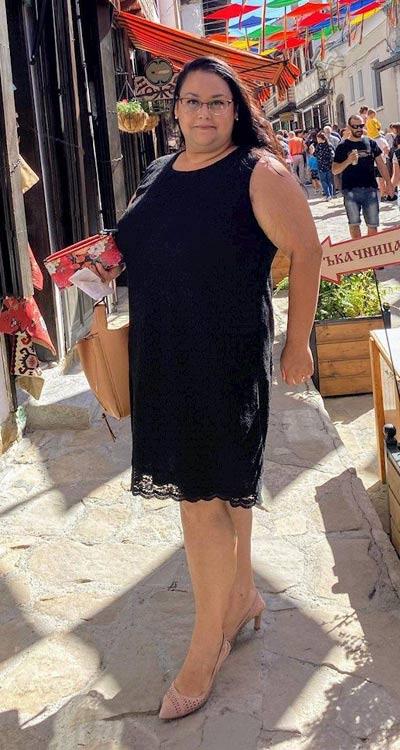 Дантелени рокли в големи размери за едри жени с размери до 4XL.