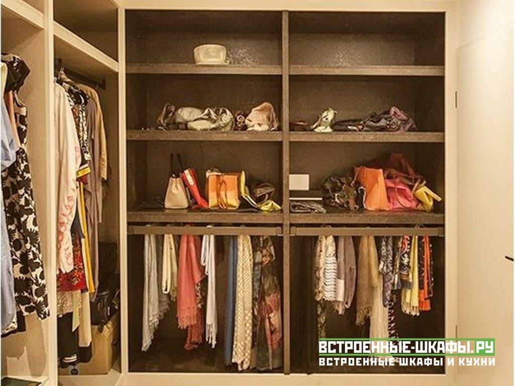 Высокие шкафы в гардеробную комнату с выдвижными ящиками