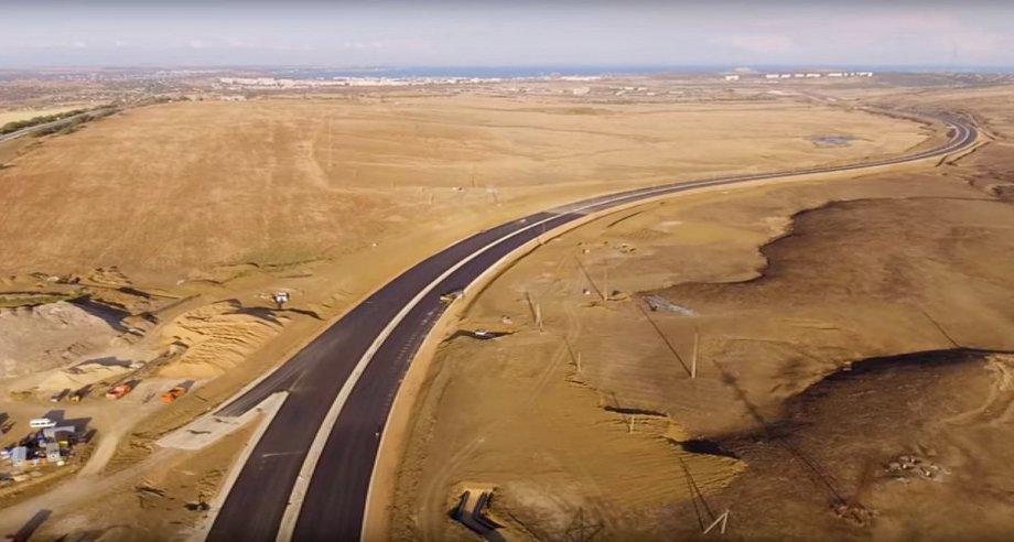 Работы по строительству и реконструкции трассы «Таврида» начались летом 2017 года (фото: Facebook)