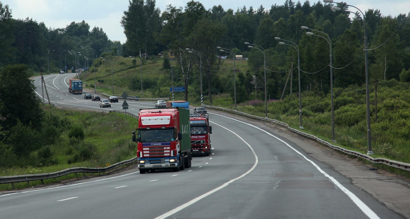 По оценке участников отрасли, до 80% грузов в России перевозится автомобильным транспортом (Фото: Федор Борисов / Transport-Photo.com)