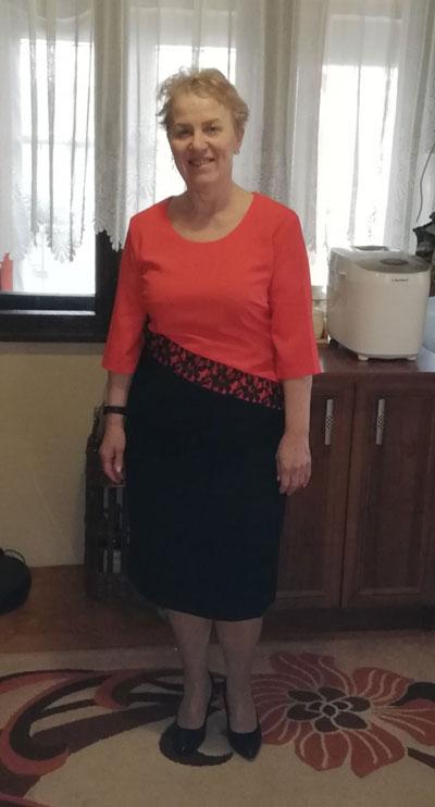Дамска рокля в черно и оранжева горна част,