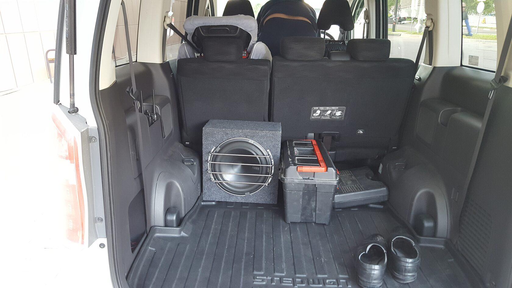 установка сабвуфера в хонда степвагон