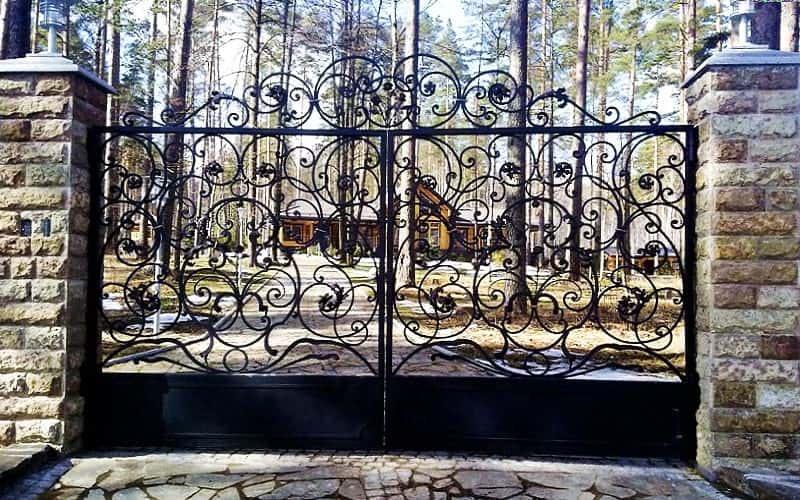 Распашные ворота декоративные