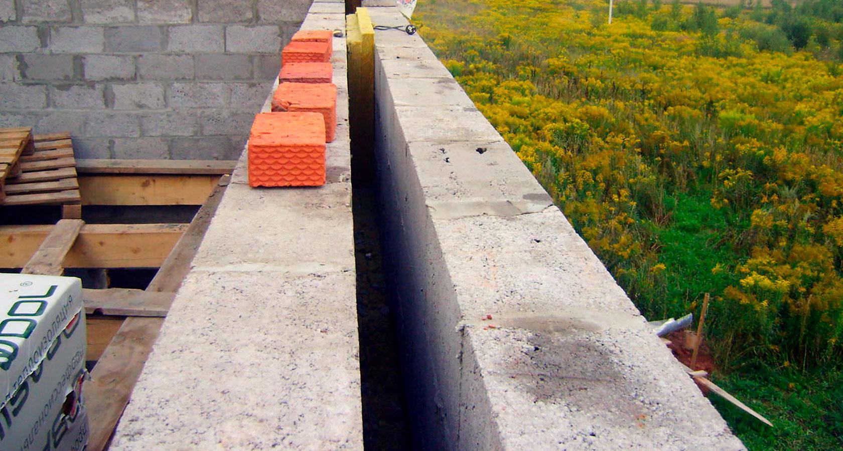 колодцевая кладка керамзитобетонных блоков с утеплителем
