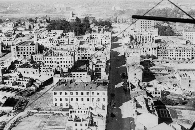 Минск в день своего освобождения от нацистских войск.