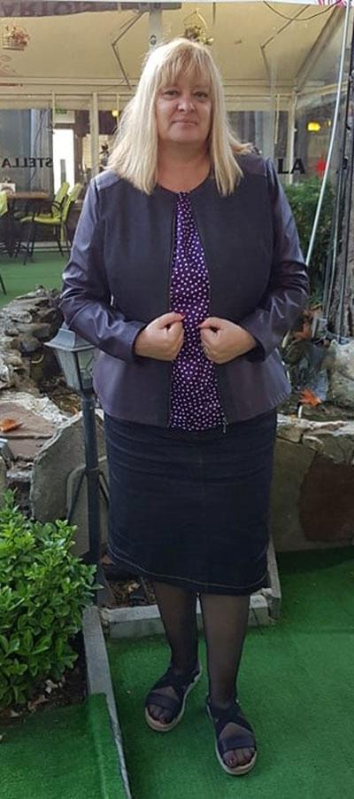 Дънково яке в голям размер, подходящо за едри жени и съобразени с модни тенденции 2021 и 2022 г. от Ефреа.