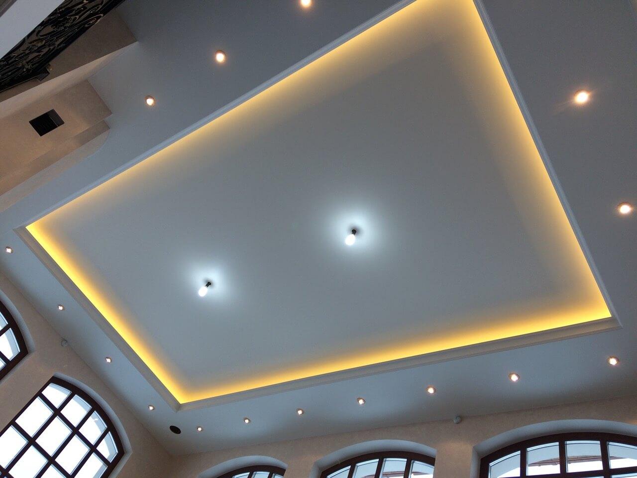 многоуровневый потолок из гипсокартона с подсветкой цена