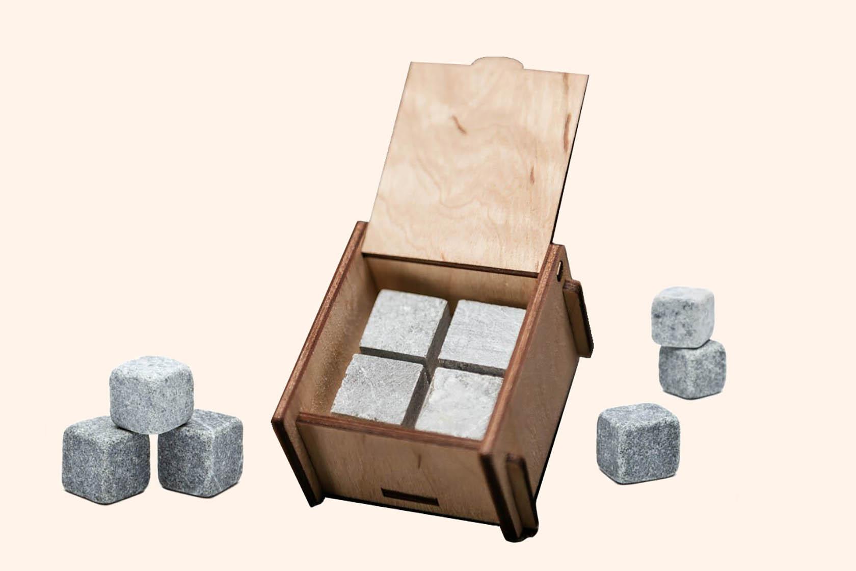 Набір каменів для віскі в дерев'яній коробці Whiskey Stones
