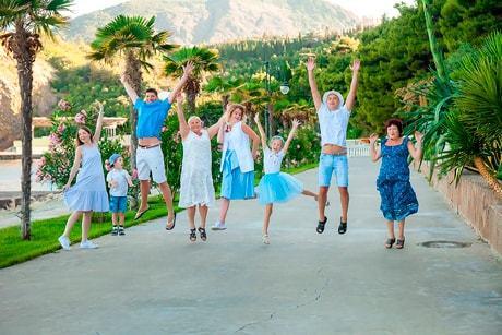фотосессия для большой семьи в парке Айвазовского, Партенит, недалеко от Ялты