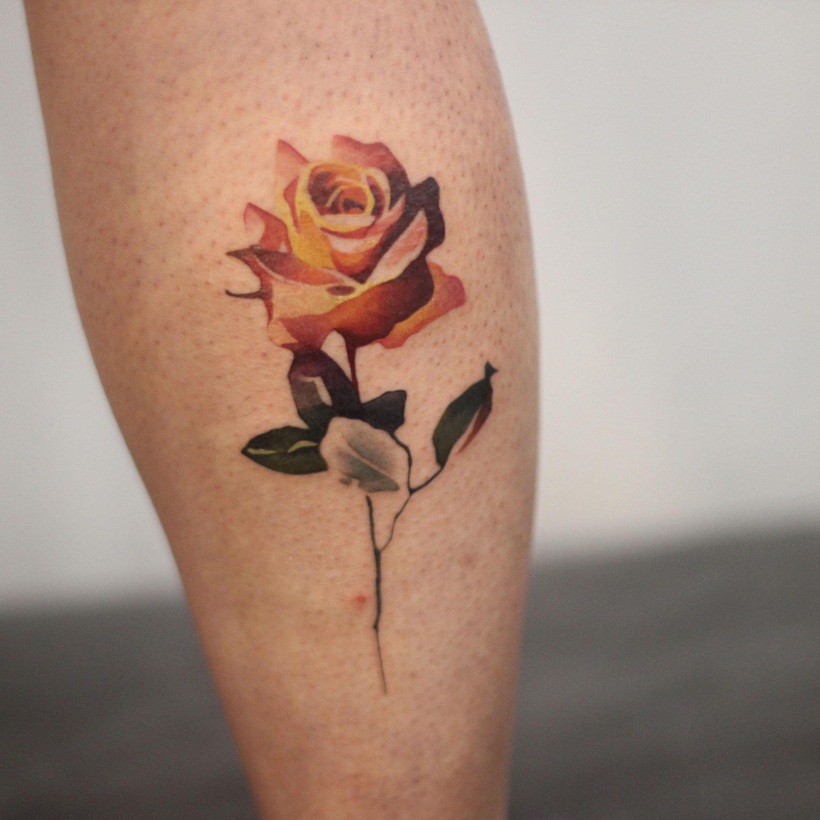 цветок на икре, тату на икре, тату на голене, тату салоны в москве, тату салон цена, цена татуировки в москве, тату стоимость, татуировка цена москва, тату салоны в москве цены