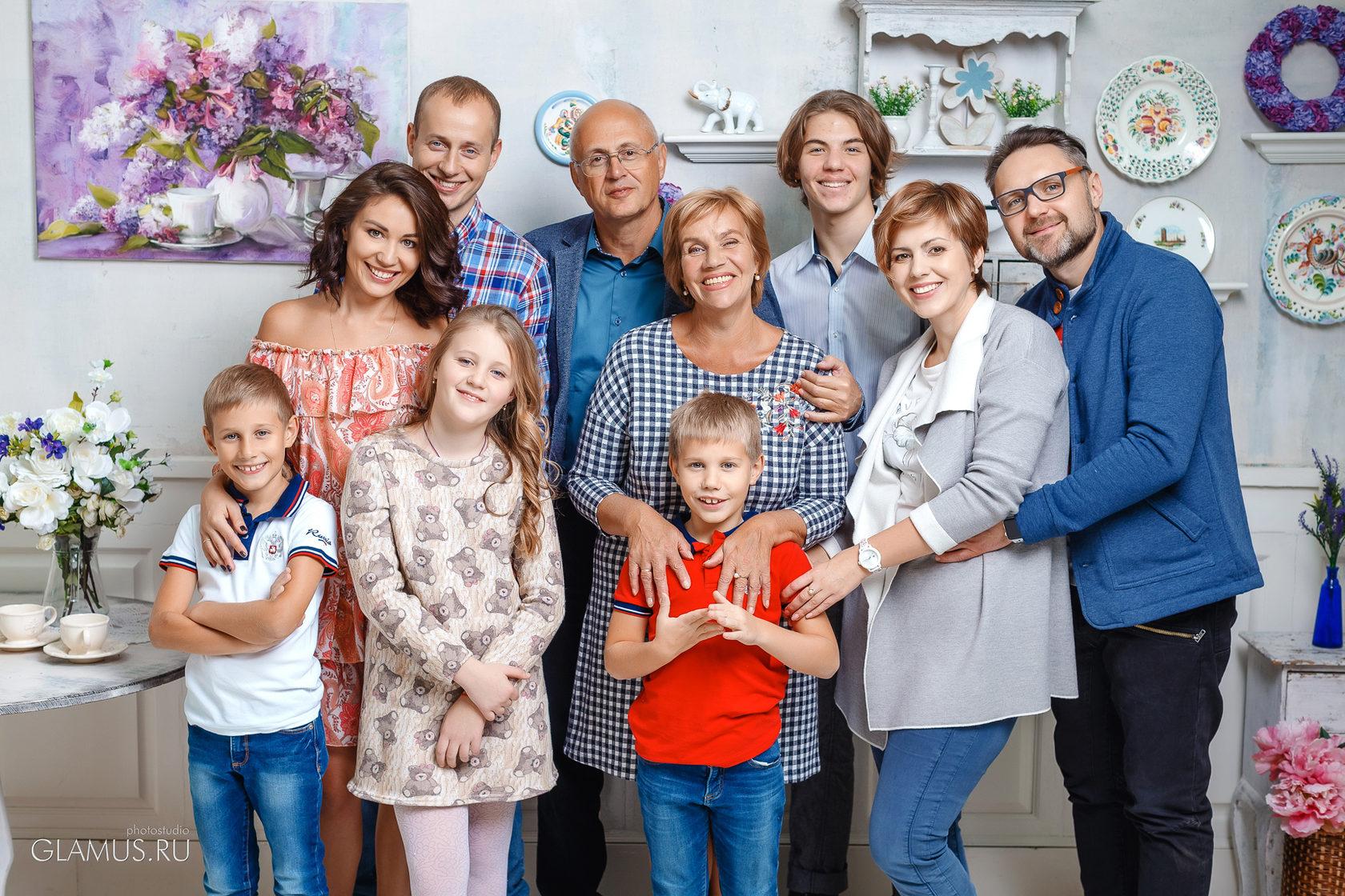 фотосессия для большой семьи в студии многим будет интересно