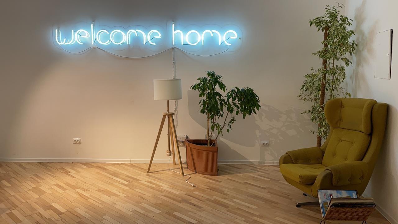 Неоновая надпись Welcome Home