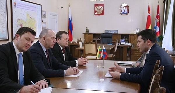 На прошедшей встрече представители двух сторон выразили удовлетворение ходом работы в области приграничного сотрудничества (фото: правительство Калининградской области)