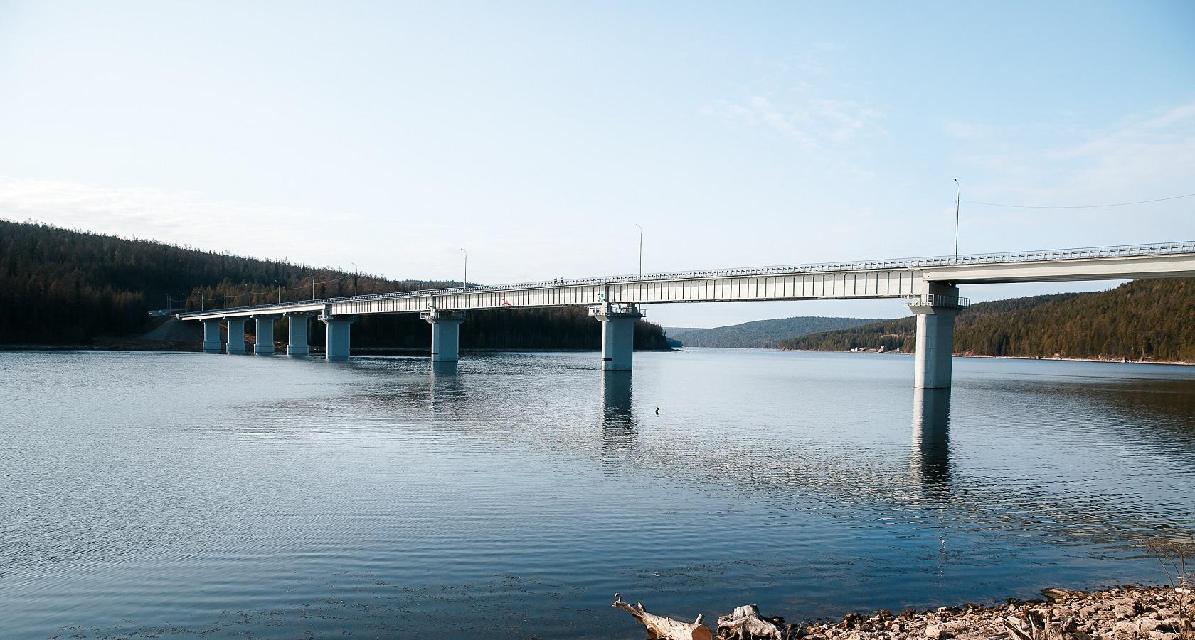 Длина моста через реку Илим в Иркутской области составляет 494 м (фото: Росавтодор)