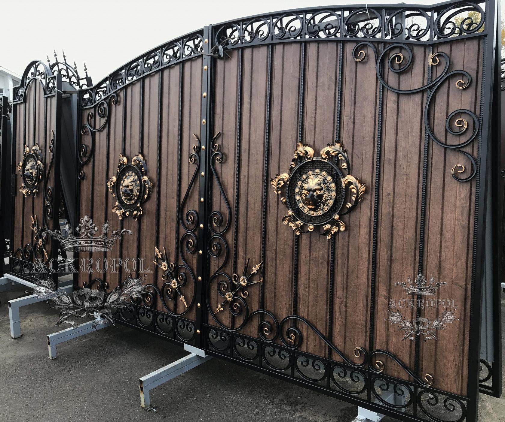 Кованый забор с воротами фото
