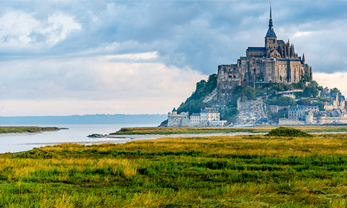 Шикарный вид на аббатство Мон-Сен-Мишель во Франции