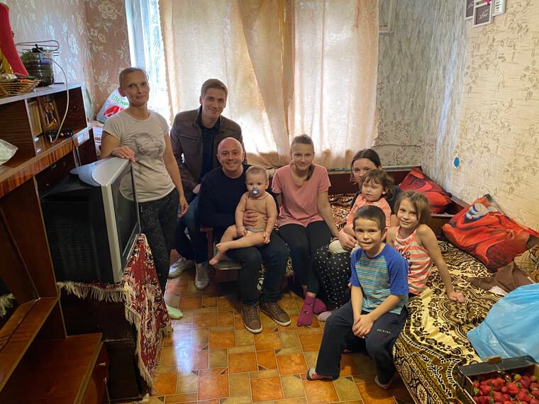 Партия Шария поздравила детей в Николаеве - фото