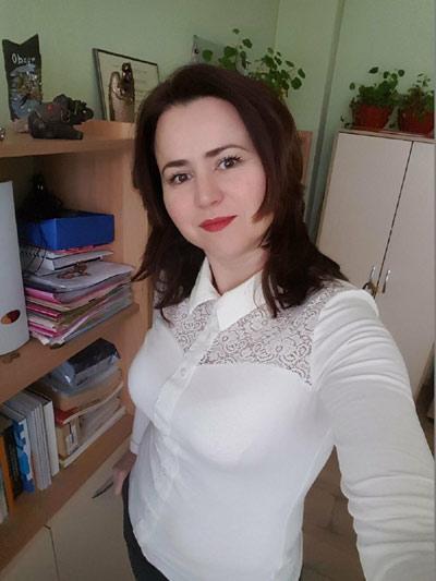Стилни и елегантни дамски блузи за офиса и ежедневието.