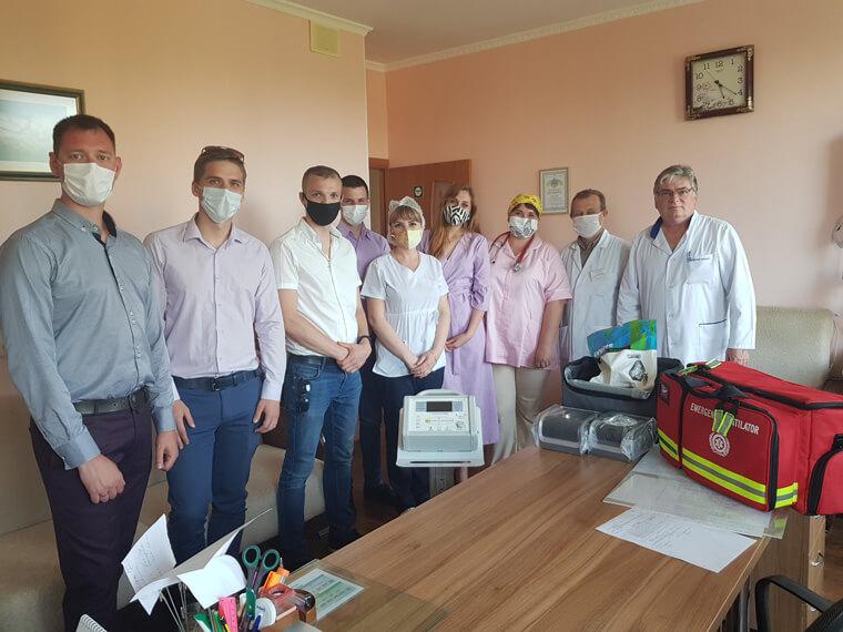 Партия Шария в Николаеве подарила аппараты ивл - фото